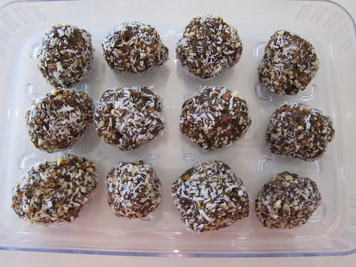 Date & coconut balls