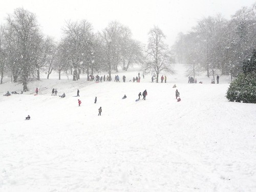 Glaswegians enjoying Snow