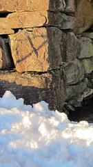 Lys - - Light (erlingsi) Tags: schnee light sunlight snow luz sneeuw simplicity oc lys mur volda sn 916 erlingsi erlingsivertsen enkelt krvelseidet trrmur utle