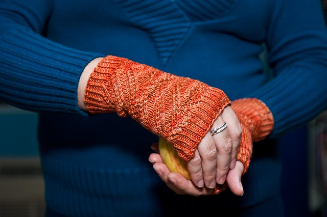 Dyade Mitts - FINISHED