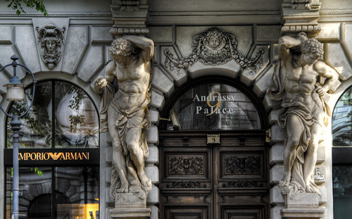 Andrassy avenue statues. Budapest. Estatuas en la avenida Andrassy.