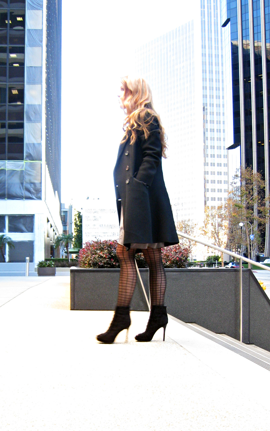 buildings+century city+winter coat+grid stockings+ankle boots