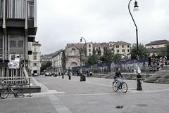 Turín (Mariano Rupérez) Tags: torino gris italia gente bicicleta universidad pasear domingo universita gradas turín