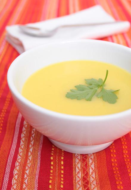 Zuppa di porri e patate allo zafferano