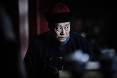 The Sparrow stands behind the Mantis (Jonathan Kos-Read) Tags: china portrait asia chinesecinema asiancinema chinesefilm asianfilm asianeyes chinesetv asiantv chineseeyes hengdian2ndday asianshowbusiness chineseshowbusiness
