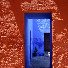 Santa Catalina colours (Z Eduardo...) Tags: door blue orange plant flower peru latinamerica southamerica colors wall architecture colours colonial unesco worldheritagesite patio monastery arequipa monasterio lepetitprince mosteiro santacatalina platinumheartaward flickraward imagesforthelittleprince platinumpeaceaward flickraward5 flickrawardgallery