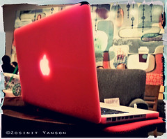 Be tempted... (zyans) Tags: apple coffee shop starbuck specks macbookpro13