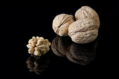 nueces... (maldonado photography) Tags: nikon bodegon maldonado nuez nueces d90