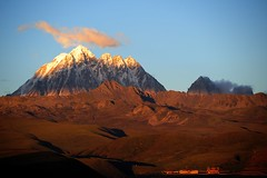The sacred Mount Zhara Lhatse 5820m at sunset, Tibet (reurinkjan) Tags: nature prayerflag chenresig drolma lungta chanadorje sacredmountains jambayang     janreurink ommanipemehung tibetanplateaubtogang kham buddhism tibet sacredmountainsoftibet dardocounty zharalhatse5820m19094ft lhaganggompa minyaglhagangyongdzograbgilhakangtongdrolsamdribling chortenmchodrten nyingmapasherda prayerflagsonstaff landscapeyulljongs naturerangbyung sunsetnyirgas 2010 lhaganglhasgang landscapesceneryrichuyulljongsrichuynjong peakofasolitarymountainridochadridoch