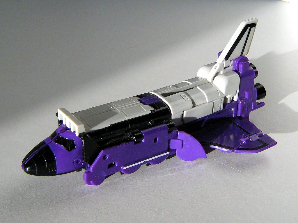 Hasbro/Takara Toys - Transformers: Generation One Autobot - Astrotrain: Triple Changer; Space Shuttle - 2 of 3