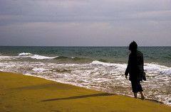 A walk along the shore (Mannfred Salmon) Tags: mar murcia calblanque espaaplaya