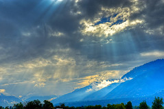 Ray Of Light 2 (matey_88 ( OFF )) Tags: light sky india mountains tourism nikon ray manali himachal southasia d700 theunforgettablepictures mohamedmajid