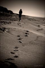 - Deja Vu - (swaily  Claudio Parente) Tags: life sepia nikon mare bn ricordi biancoenero orme dejavu sabbia seppia d300 claudioparente swaily saariysqualitypictures bestcapturesaoi magicunicornverybest
