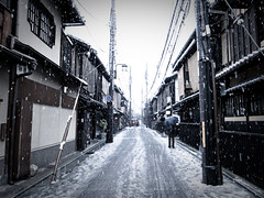 headwind (Gion, Kyoto) (Marser) Tags: snow japan kyoto raw   gion  lightroom grd grd3 grdigital3 gettyimagesjapanq1