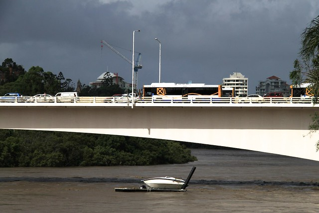 Pontoon adrift under Captain Cook Bridge