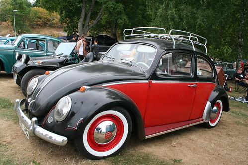 VW Beetle red black