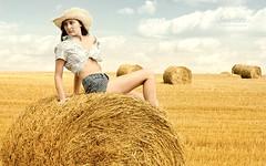 swietliste-fotografia-portretowa-sesje-modelek-kowbojka-zboze-cowgirl