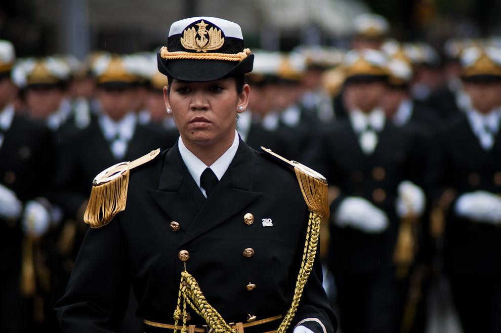 Mujeres de la Armada Nacional desfilan con gran esplendor el 14 de Mayo sobre la Avenida Mariscal López. Paraguay así como otros países ha incluido también mujeres al Ejército bajo los principios de Equidad y la importancia para la Defensa de la Nación.  (Elton Núñez - Asunción, Paraguay)
