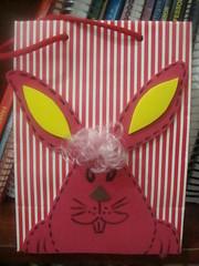 Lembrancinha com bolsa (vaca festeira) Tags: eva páscoa bolsa coelho lembrancinha