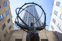 Heavy Burden (salserasara) Tags: nyc rockefeller newyorkcity america usa rockefellercenter fifthavenue atlas architecture unitedstatesofamerica artdeco newyork leelawrie