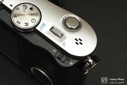 Samsung_NX100_exterior_06