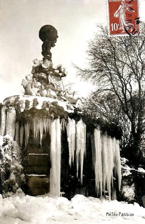 fontaine du Titan gelée à Béziers en janvier 1914
