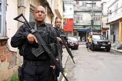 rio52 (oslaim brito) Tags: rio crime civil federal policia choque rota bope eliterocam