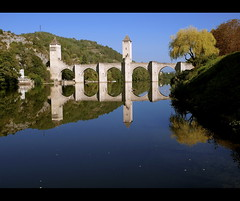 Pont de Valentr, Cahors (dubus regis) Tags: bridge france reflection rio ro reflections river de puente reflex fiume lot dordogne olympus rivire ponte reflet reflejo pont prigord e3 brcke reflets cahors sud riflesso quercy reflexo aquitaine 1260  valentr ouest coberta flus    mygearandmepremium mygearandmebronze mygearandmesilver mygearandmegold mygearandmeplatinum atravesse