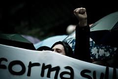 30 Novembre: 15000 in piazza per bloccare la Riforma! (Cau Napoli) Tags: riot università protest napoli pioggia demostration futuro guerrilla città blocco studenti manifestazione corteo ricercatori riforma precariato gelmini 30novembre ddl1905
