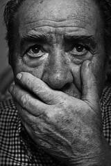 . (PG Effect / Dalia Rodrguez) Tags: portrait blanco canon monocromo y retrato negro manos bn ojos abuelo canas vejez arrugas