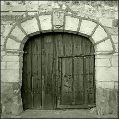 Puerta de Urueña (m@®©ãǿ►ðȅtǭǹȁðǿr◄©) Tags: puertadeurueña urueña valladolid castillayleón españa spain imagenesdeespaña blancoynegro bw monocromo canon canoneos400ddigital sigma sigma10÷20mmexdc m®©ãǿ►ðȅtǭǹȁðǿr◄© marcovianna marcoviannafotógrafo