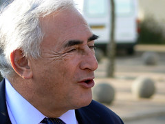 Dominique Strauss-Kahn bat le bitume