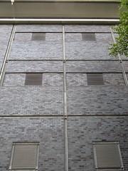 Baerwaldstr. / Bergmannstr.  Berlin-Kreuzberg (ahmBerlin) Tags: berlin kreuzberg fenster struktur gwb fassade bergmannstr linien lamellen guessedberlin gwbgmittelberg baerwaldstr