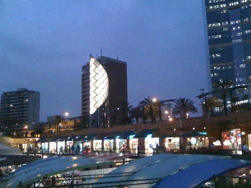 Shopping à beira mar em Lima