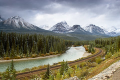 Morant's Curve - Banff (Jackpicks) Tags: canada alberta banffnationalpark morantscurve impressedbeauty impresedbeauty platinumheartaward canadianlandscapephotography