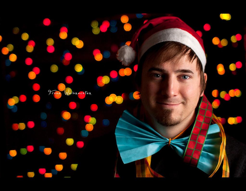 Day 141, 141/365, Project 365, Self Portrait, Strobist, Bokeh, Christmas Elf, Santas Elf, Christmas Hat, wrap, wrapping, decoration, 50mm, Pocket Wizard Plus II, PocketWizard Plus II, Sb-80dx, project365, 50mm, Sigma 50mm F1.4 EX, bokeh bubbles, merry christmas, Frohe Weihnachten, Fröhliche Weihnachten, goofy, ourdailychallenge
