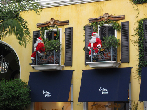 Two Santas on Rodeo Drive
