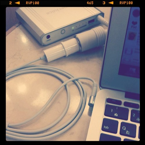 MacBook Airとバッテリー、合体!