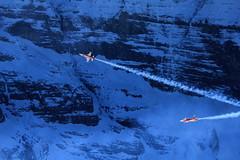 Die zwei Solisten der Patrouille Suisse vor dem Eigergletscher / Mnch im Kanton Bern in der Schweiz (chrchr_75) Tags: mountains alps army schweiz switzerland bestof force suisse swiss military air tiger best berge demonstration bern alpen christoph svizzera berne schweizer weng