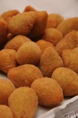 Coxinhaaaa! =D (Jack Venancio) Tags: brazil food macro brasil jack nikon close nikkor coxinha salgado venancio d90 nikond90 jackvenancio cooooooooomidaaaa euamocoxinha