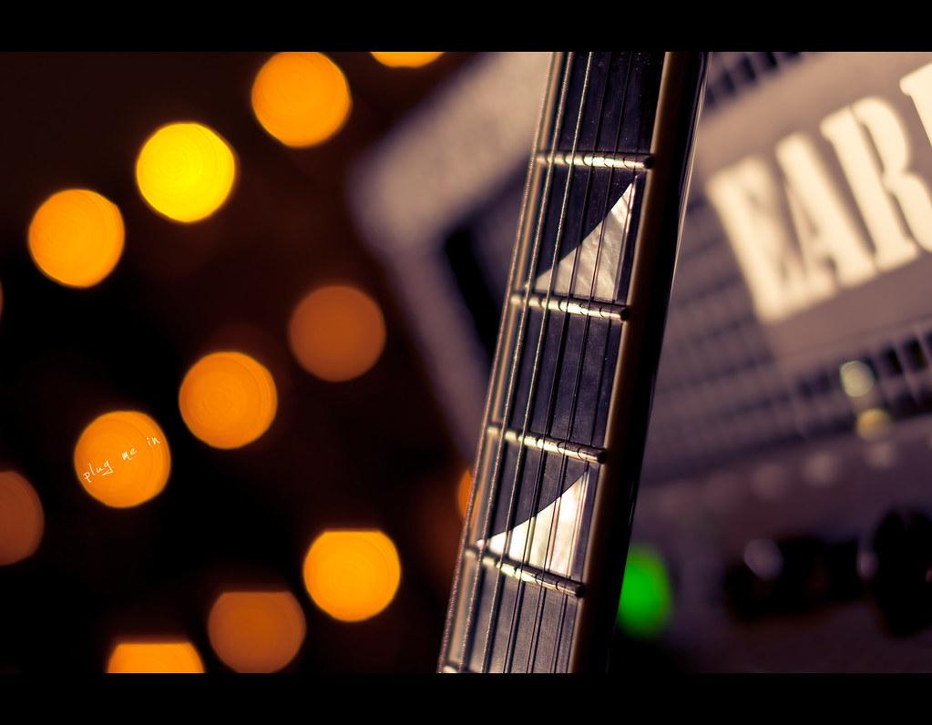 Day 166, 166/365, Project 365, Bokeh, Strobist, plug me in, jackson, jackson custom shop, guitar, e-guitar, electric guitar, amp, gitarre, sideview, play, bokeh bubbles, bokehbubbles, project365, ourdailychallenge, stage, odc