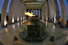 """""""La llama del Monumento a la Bandera (2)"""" (Marcelo Savoini) Tags: argentina memorial monumento flag llama fisheye flame bandera rosario 105mm nilkon d7000"""