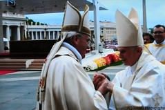 CANONIZACION- 95 (Ismael I) Tags: roma san italia pedro misa juanxxiii juanpabloii benedictoxvi canonizacion ciudaddelvaticano papafrancisco 27042014 papaemeritoplaza