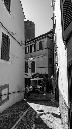 Il borgo: strada