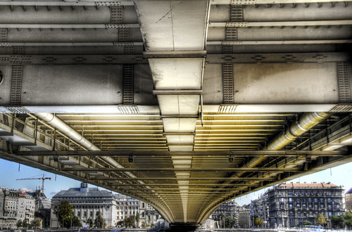 Under the Elizabeth bridge. Budapest. Bajo el puente de Elizabeth