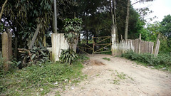 Portões de entrada do Jardim dos Amiguinhos