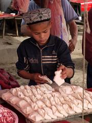 Kleiner Helfer (sring77) Tags: china sheep xinjiang   uyghur sundaymarket geschft junge handel schafe  viehmarkt sonntagsmarkt  livestockmarket kaxgar  kahgar uigure ostturkestan  uigurisch