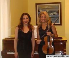 Ирина Иванова (справа)