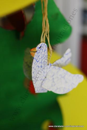 Manualidades navideñas para niños: árbol de Navidad grande recortable de cartón comprado en Dideco