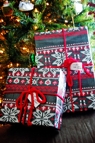 Sweater Wrapping Paper 02
